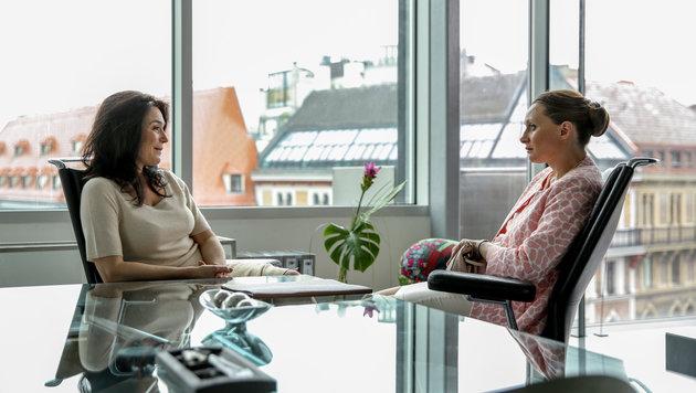 Julia Stemberger (Sylvia), Gerti Drassl (Maria Schneider) (Bild: ORF)