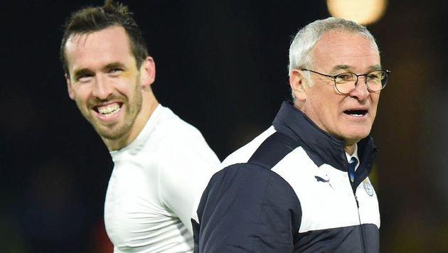 Christian Fuchs und Coach Claudio Ranieri (Bild: APA/AFP/OLLY GREENWOOD)