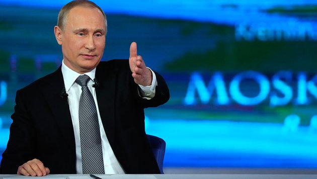 """""""Direkter Draht"""": Putin gibt Durchhalteparolen aus (Bild: ASSOCIATED PRESS)"""