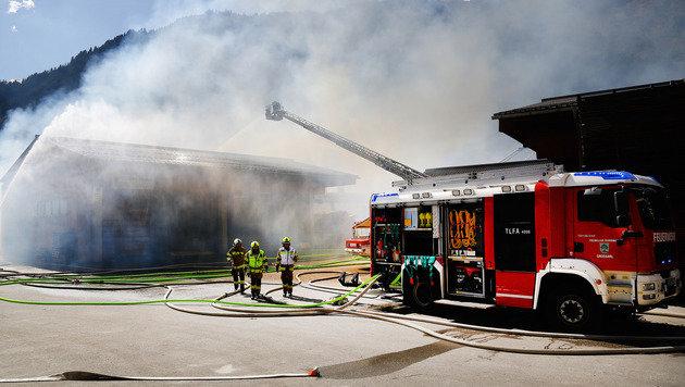 Die Firmenhalle wurde ein Raub der Flammen. (Bild: Gerhard Schiel)