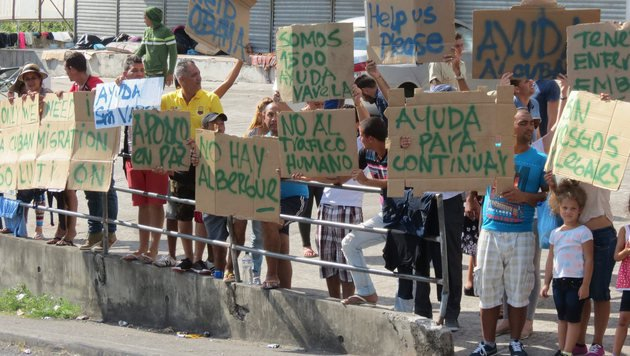 Hunderte kubanische Migranten durchbrachen Grenze (Bild: EPA)