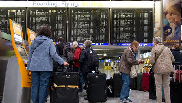 Speicherung von Fluggastdaten: EU stimmt zu (Bild: APA/dpa/Boris Roessler)
