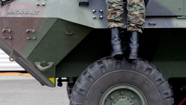 Panzer der Schweizer Armee (Bild: APA/KEYSTONE/URS FLUEELER)