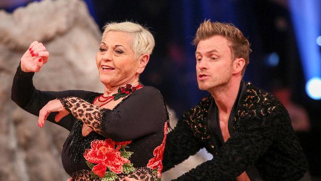 Jazz Gitti und Willi Gabalier tanzen einen Samba (Bild: ORF)