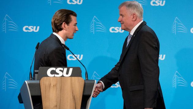Außenminister Sebastian Kurz mit dem bayrischen Ministerpräsident Horst Seehofer (Bild: APA/dpa/Sven Hoppe)