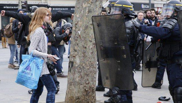 Schwere Randale nach TV-Auftritt von Hollande (Bild: AFP)