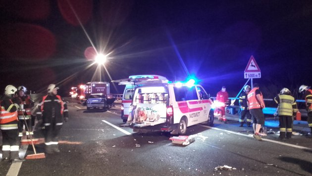 29-Jähriger kracht mit Auto in Leitschiene (Bild: Feuerwehr Trieben)