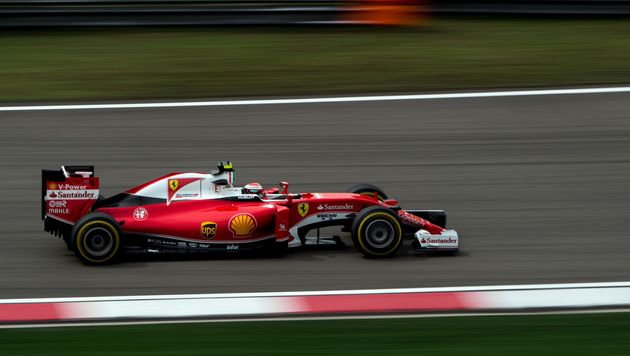 Ferrari-Piloten im Training vor Mercedes (Bild: AFP)