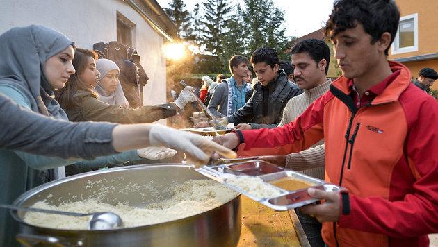 Halal-Fleisch verwehrt: Flüchtlinge in Aufruhr (Bild: APA/HERBERT NEUBAUER (Symbolbild))