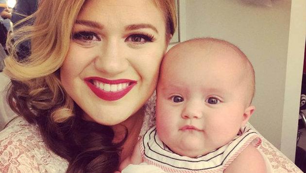 Kelly Clarkson 2014 mit ihrem ersten Kind, Töchterchen River (Bild: Viennareport)