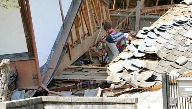 Neun Tote bei schwerem Erdbeben in Japan (Bild: AP)