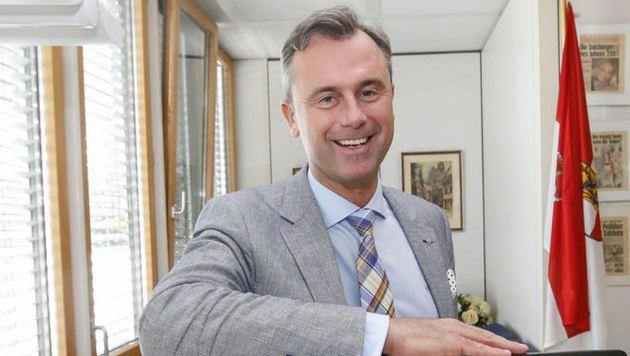 """Bundespräsidentschafts-Kandidat Norbert Hofer (FPÖ) in der """"Krone""""-Redaktion (Bild: Markus Tschepp)"""