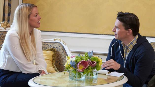 Adabei Norman Schenz im Talk mit Laura Chaplin (Bild: Starpix/ Alexander Tuma)