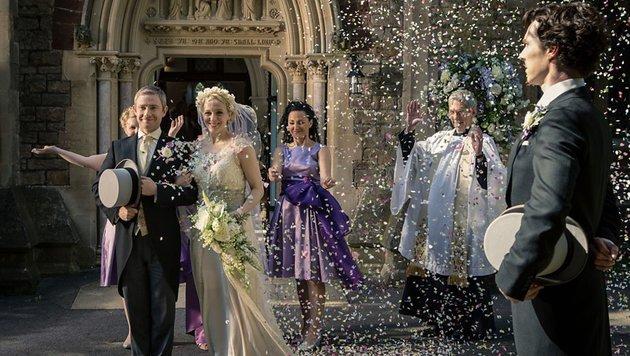 Mary und John heiraten unter Sherlocks wachsamen Augen. (Bild: BBC One)