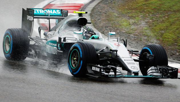 Nico Rosberg holt Pole, Hamilton Schlusslicht (Bild: APA/EPA/LYNN BO BO)