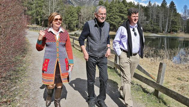 Conny Bischofberger unterwegs mit Alexander und Florian Van der Bellen (Bild: Christof Birbaumer)