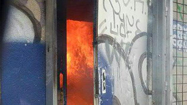 Flammen loderten in dem Gebäude (Bild: APA/MA 68-LICHTBILDSTELLE)