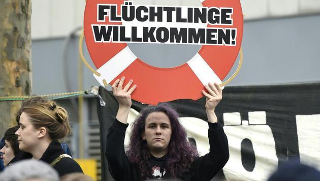 FPÖ-Demo gegen Massenquartiere in Wien-Floridsdorf (Bild: APA/HELMUT FOHRINGER)