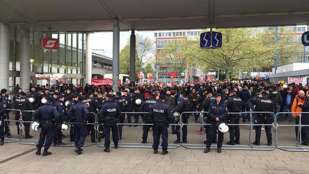 FPÖ-Demo gegen Massenquartiere in Wien-Floridsdorf (Bild: Robert Herbst)