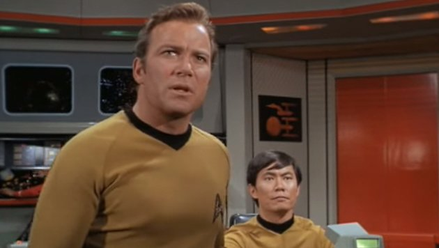 "William Shatner und George Takei in ""Raumschiff Enterprise"" (Bild: YouTube.com / CBS)"