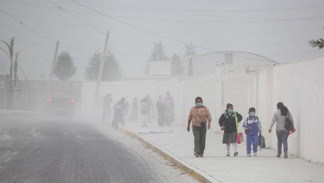 Mexiko: Vulkan Popocatepetl ließ Asche regnen (Bild: AP)