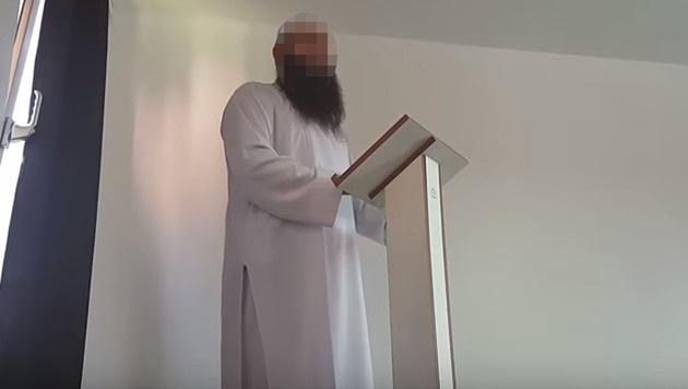 Der Wiener Imam Adem D. (Bild: Screenshot YouTube)