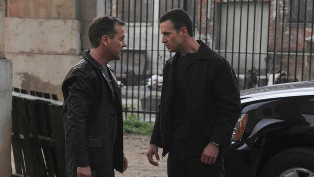 "Kiefer Sutherland und Freddie Prinze Jr. in ""24"" (Bild: facebook.com/24fox)"