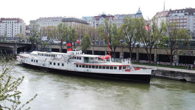 """""""Einst Party-Spot, jetzt versandeltes Schiffswrack (Bild: Stadtbekannt - Mallmann)"""""""