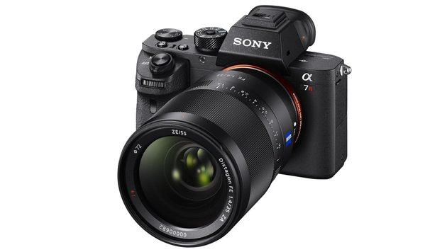Beste Profi-Systemkamera: Sony Alpha 7R II. Preis: ab rund 3140 Euro (nur Gehäuse). (Bild: Sony)