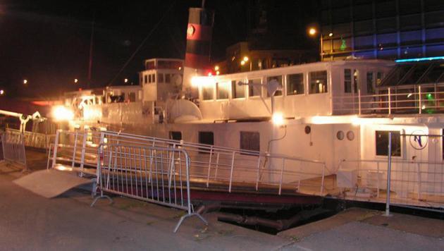 """""""Einst Party-Spot, jetzt versandeltes Schiffswrack (Bild: Clubschiff - DDS Johann Strauß)"""""""