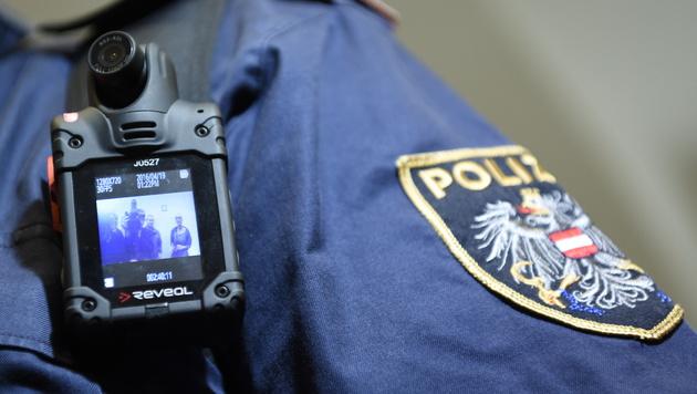 Bodycam-Tests: Österreichs Polizei zieht Bilanz (Bild: APA/HELMUT FOHRINGER)