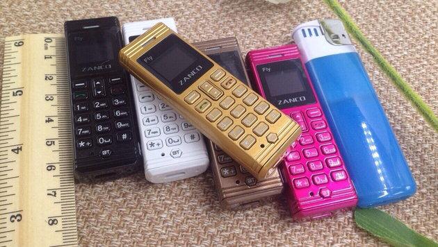 Handys wie das Zanco Fly lassen sich leicht ins Gefängnis schmuggeln und dort verstecken. (Bild: ebay.at)