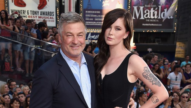 Alec Baldwin mit Tochter Ireland (Bild: AFP)