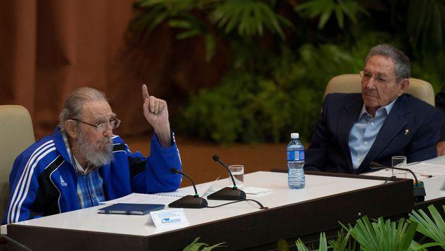 Fidel Castro mit Bruder Raul (Bild: APA/AFP/ACN/Ismael Francisco)