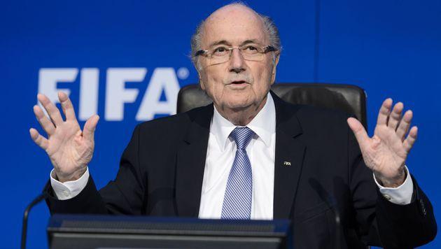 Blatter bleibt für sechs Jahre gesperrt (Bild: AFP)