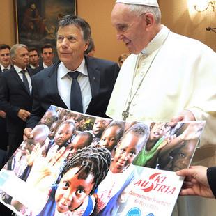 """""""Herzlicher Mensch!"""" Skistars vom Papst begeistert (Bild: APA/�SV/ERICH SPIESS)"""
