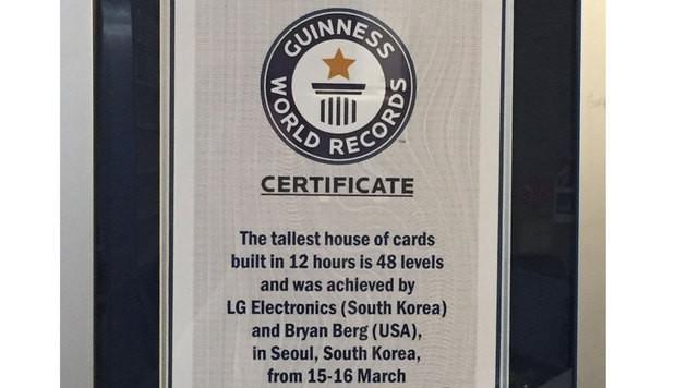 Rekord-Kartenhaus auf Waschmaschine gebaut (Bild: LG)