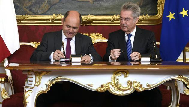 Wolfgang Sobotka als neuer Innenminister angelobt (Bild: APA/HELMUT FOHRINGER)
