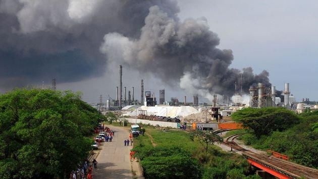 Chemie-Explosion in Mexiko: Tote und Verletzte (Bild: APA/AFP/SERGIO BALANDRANO)