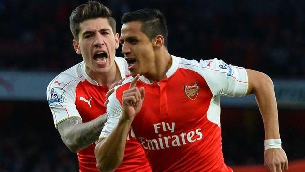 Alexis Sanchez (re.) jubelt mit seinem Arsenal-Teamkollegen Hector Bellerin (Bild: APA/AFP/GLYN KIRK)