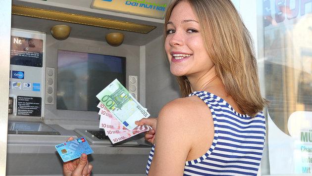 Noch schlucken die Banken die Kosten einer Abhebung selbst. (Bild: Klemens Groh)