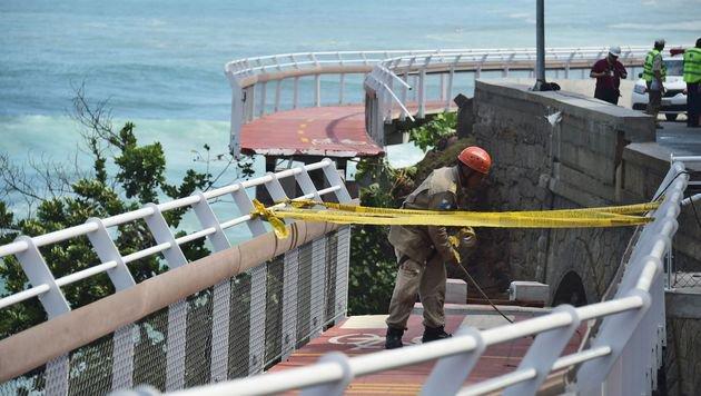 Rios neue Rad-Attraktion eingestürzt: Zwei Tote (Bild: APA/AFP/CHRISTOPHE SIMON)