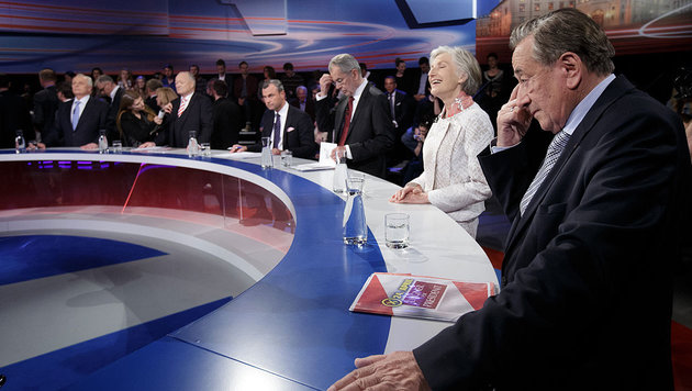 Die sechs Kandidaten des ersten Durchgangs im TV-Studio (Bild: APA/Georg Hochmuth)