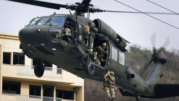 Durch die Finanzspritze sollen auch neue Hubschrauber angeschafft werden. (Bild: AFP)