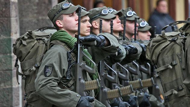 Militärführung bald in ziviler Hand? (Bild: Christof Birbaumer)