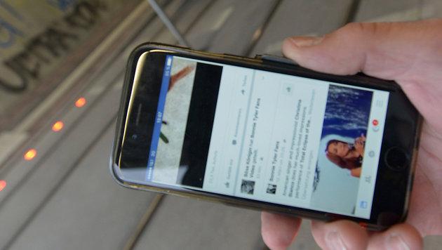 Ist der Blick nach unten aufs Handy gerichtet, sind Boden-Ampeln gut zu erkennen. (Bild: swa/Thomas Hosemann)