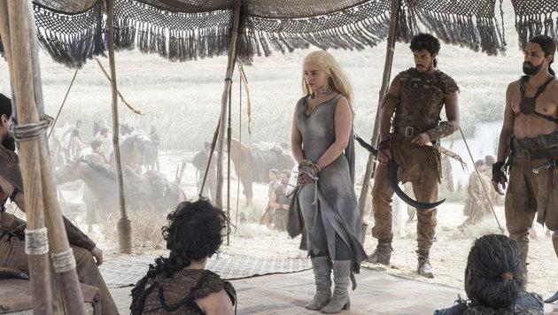 Daenerys Targaryen in den Händen der Dothraki (Bild: HBO)