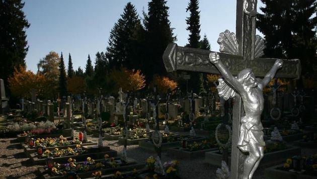 Kommunalfriedhof - Manche können sich Begräbnis nicht leisten. (Bild: Andreas Tröster)