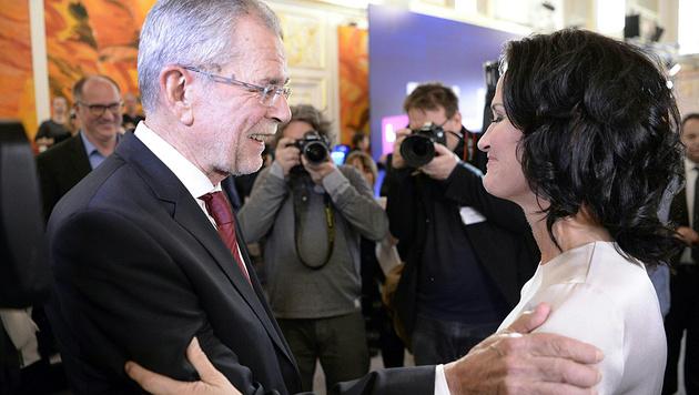Optimismus auch bei Van der Bellen und Unterstützern (Bild: APA/Herbert Neubauer)