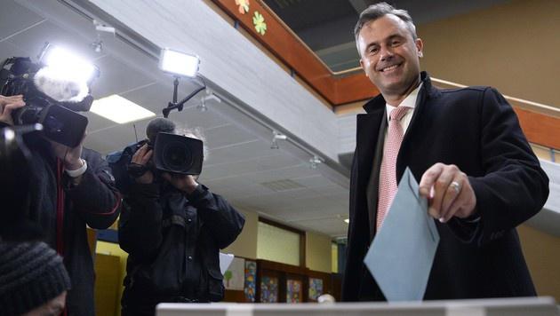 Norbert Hofer bei der Stimmabgabe (Bild: APA/ROBERT JAEGER)